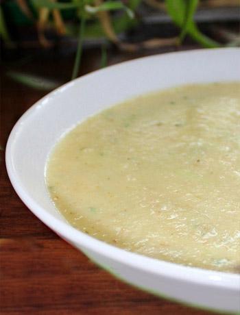 Soep pastinaak en appel met knoflook croutons hoofdgerecht op Vegetarisch Weekmenu