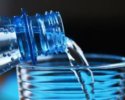 Hoeveel water drink je uit een flesje zonder weekmiddel. Tips op Vegetarisch Weekmenu