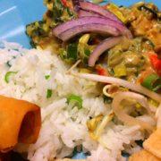 Groene Curry met rijst, paprika, prei. Veganistisch recept weekmenu