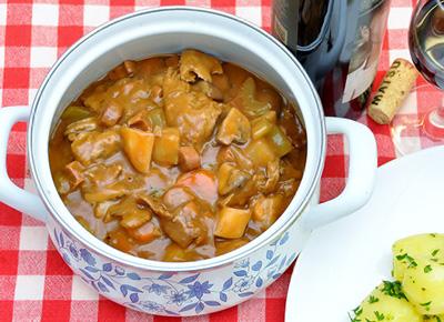 Coq au vin recept met kip stuckjes op Vegetarisch-Weekmenu