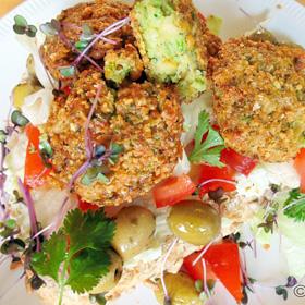 Falafel recept met broodje en salade op Vegetarisch Weekmenu