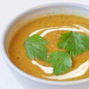 Rode linzensoep recept met aubergine en tomaten. Vegan recept op Vegetarisch Weekmenu