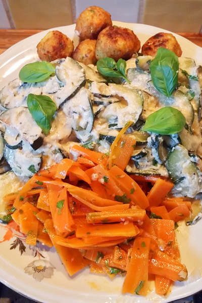 Romige courgette met wortelsalade recept op Vegetarisch Weekmenu
