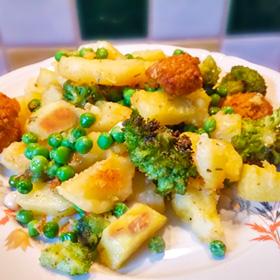 Gebakken aardappelen doperwten met broccoli gerecht op Vegetarisch Weekmenu