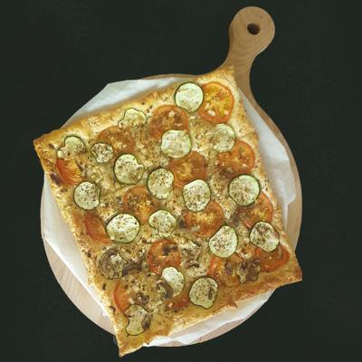 Bladerdeeg pizza of plaatpizza uit de oven. Recept op Vegetarisch Weekmenu