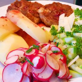 Roerbak courgette met radijssalade en mungbonen burger recept op Vegetarisch Weekmenu