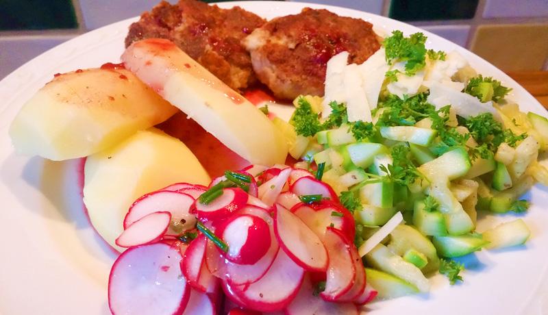 Roerbak courgette recept met radijssalade op Vegetarisch Weekmenu