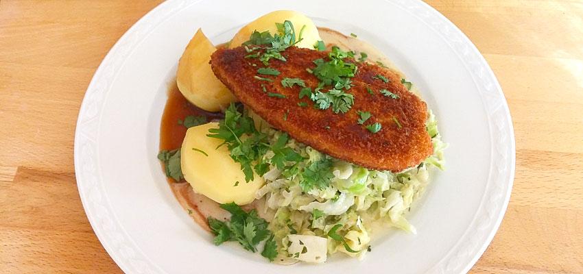 Romige spitskool met aardappels en vega schnitzel recept op Vegetarisch Weekmenu