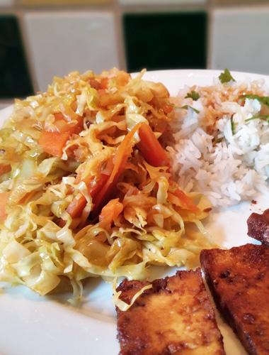 Spitskool wortelen en tofoe gerecht op Vegetarisch Weekmenu