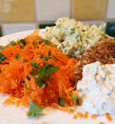 Verse kruiden aardappelen met wortel rauwkost op Vegetarisch Weekmenu