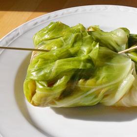 Gevulde spitskool bladeren met vegan shoarma van de Vegetarische Slager
