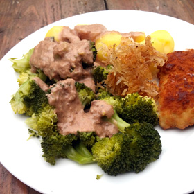 Broccoli met dadel walnoten saus. Vvegan recept op Vegetarisch Weekmenu