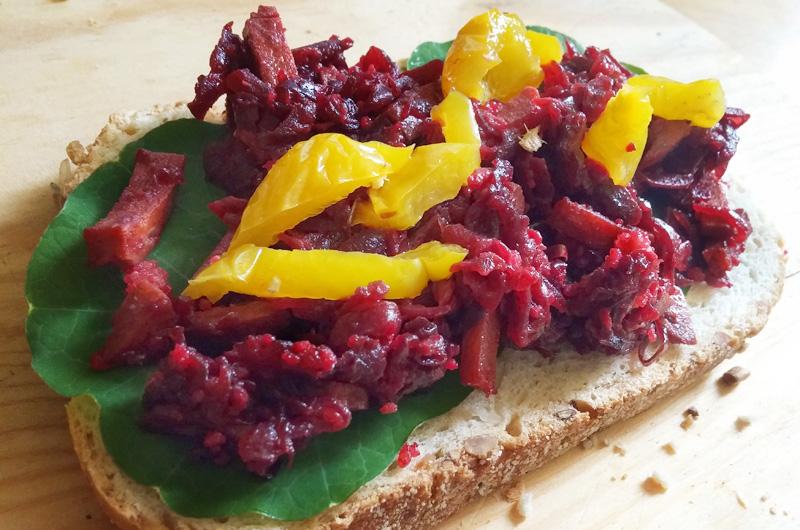 Gevulde paprika's met bietjes restjes eten verwerken voedselverspilling broodbeleg Vegetarisch Weekmenu