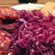 Rode spitskool appelstroop en gebakken DIY bonenburger Vegetarisch Weekmenu
