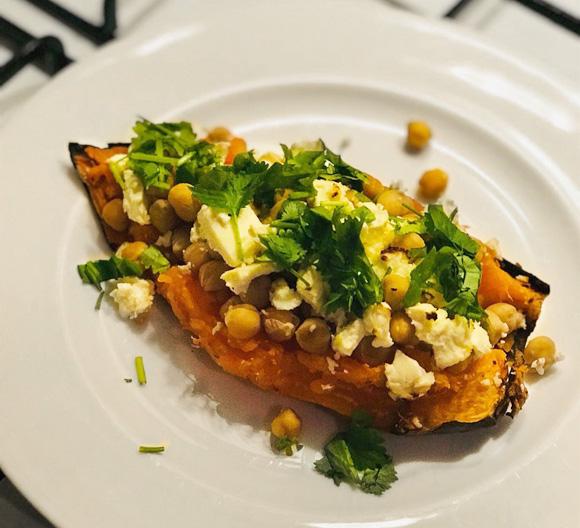 Gevulde zoete aardappel van flexitarier Queenie makkelijk vega oven recept Vegetarisch Weekmenu