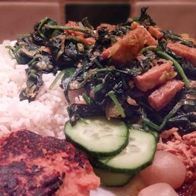 Spinazie tempé recepten Indonesisch groente gerecht gefruurde uitjes duurzame palmolie Vegetarisch Weekmenu