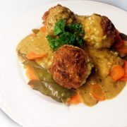 Kerstmenu hoofdgerecht rijstballetjes recept koriandersaus peultjes wortel Vegetarisch Weekmenu