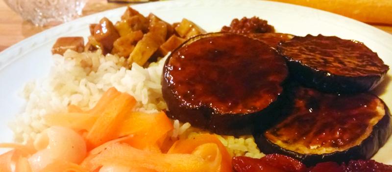 Aubergine recept yakitori tofu en wortel-lychee salade Vegetarisch Weekmenu