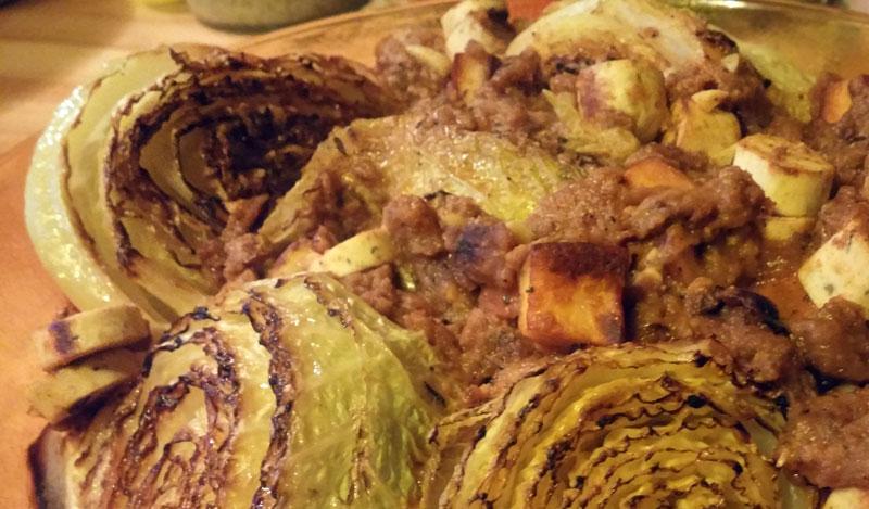 Gebakken savooiekool of groene kool met vleesvervangers Vegetarisch Weekmenu