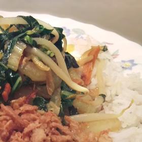 Paksoi roerbakken doperwtjes tauge rijst Vegetarisch Weekmenu