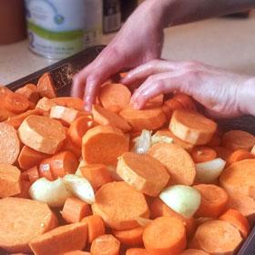 Geroosterde zoete aardappel-wortel soep kikkererwten roosteren Vegetarisch Weekmenu