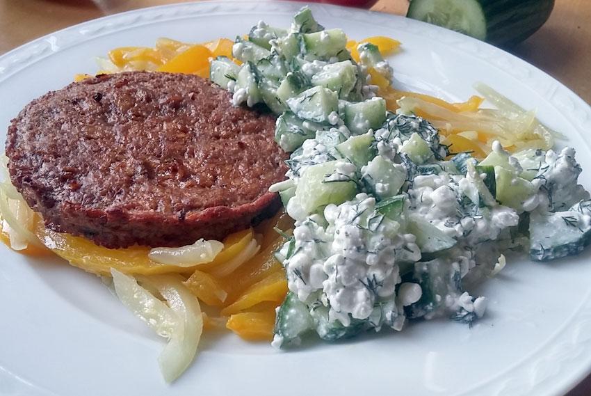 Cottage cheese komkommer salade vegetarische bbq hamburger zaterdaghap Vegetarisch Weekmenu