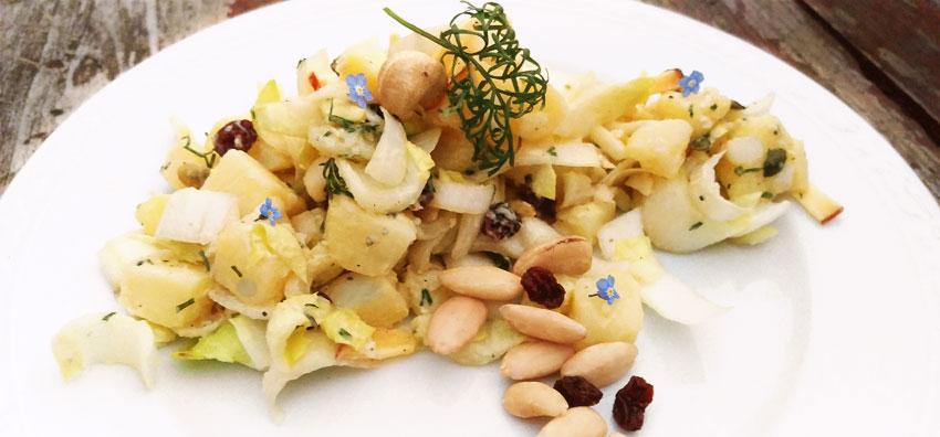 Witlof aardappelsalade met noten en colakruid vegetarisch recept
