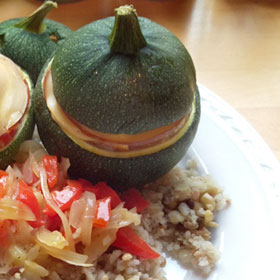 Gevulde bolcourgette rookkaas paprika Vegetarisch Weekmenu