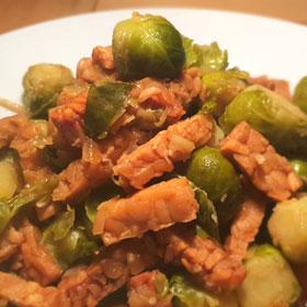 Spruitjes stoofpot vegan gefrituurde tempeh recept vegetarisch weekmenu