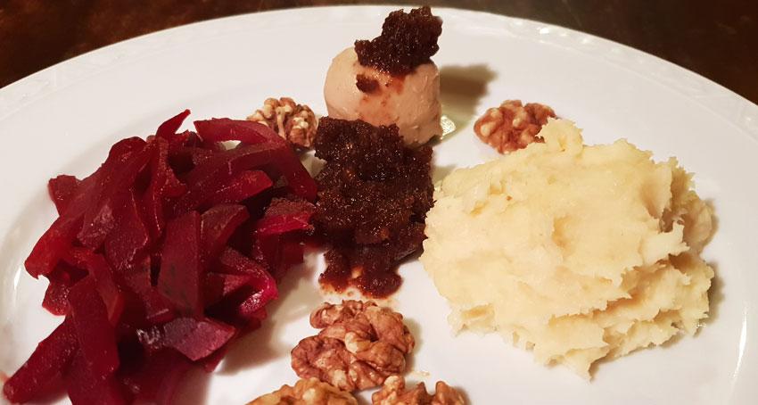 Rode bieten met pruimenpuree recept pastinaakpuree Vegetarisch Weekmenu
