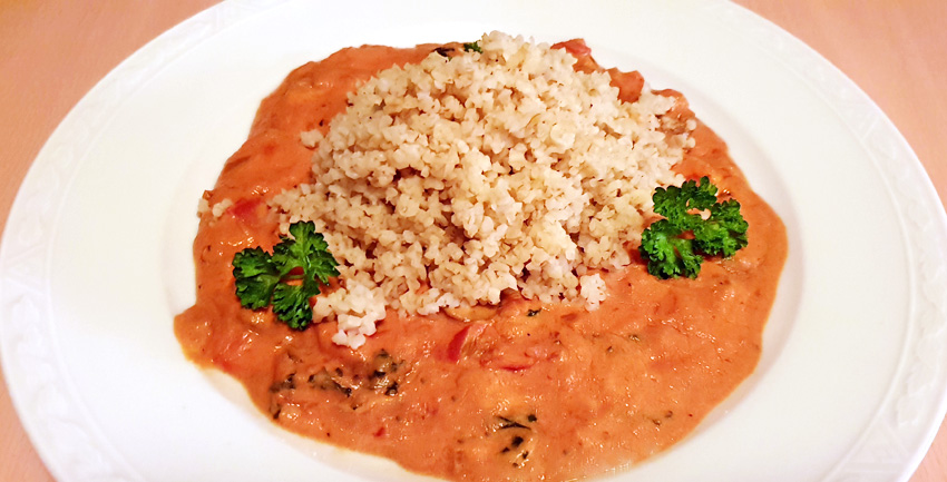 Bulgur met rijke tomatensaus vegan vegetarisch weekmenu