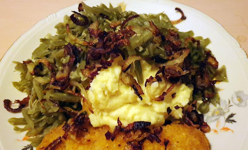 Zoute boontjes met aardappelpuree en schnitzel vegetarisch