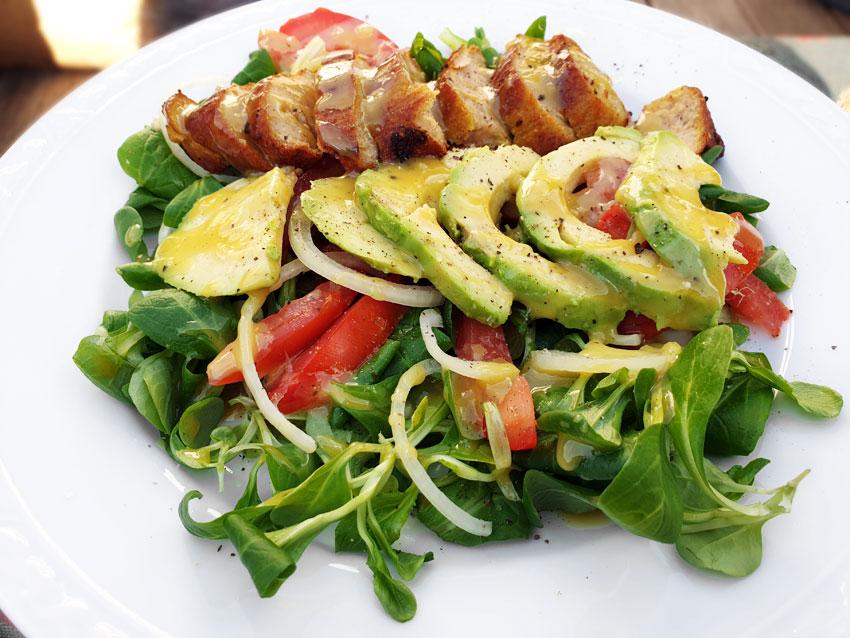 Zomer maaltijdsalade avocado veldsla vegetarisch w