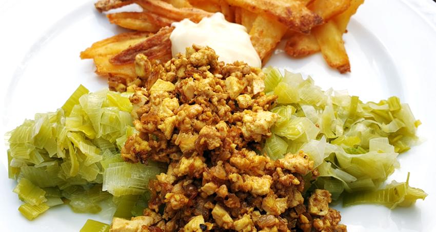 Scrambled tofu met prei en oven aardappelen - Vegan recept