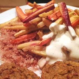 Geroosterde wortelen diy bonenburger biologische couscous yoghurtsaus Vegetarisch Weekmenu
